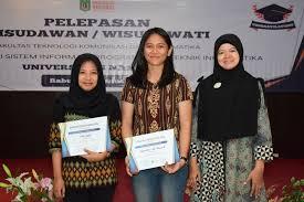 pemberian-piagam-penghargaan-kepada-mahasiswi-terbai-angkatan-2015-FTKI