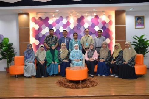 Foto-bersama-dalam-kunjungan-FTKI-Unas-ke-Universiti-Malaya