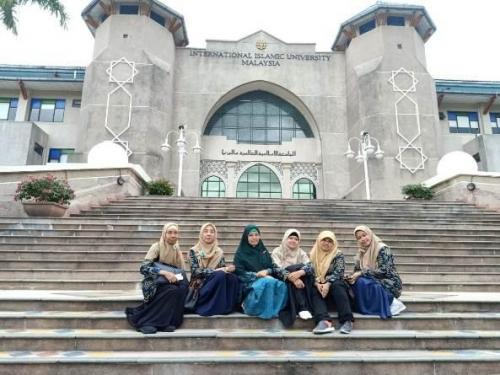 Foto-bersama-dosen-FTKI-Unas-di-Universitas-Islam-Antarabangsa-Malaysia