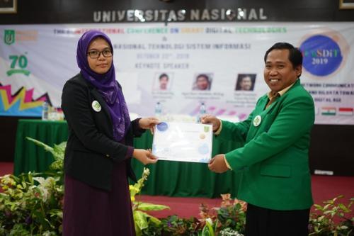Penyerahan-Cinderamata-UNAS-kepada-Dosen-Universiti-Pendidikan-Idris-Malaysia