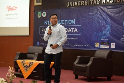 pemaparan-materi-oleh-Rencana-Tarigan-selaku-Head-of-Data-Engineering-Video.com
