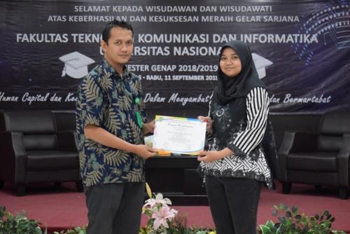 pemberian-sertifikat-kepada-lulusan-terbaik-prodi-2
