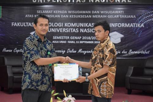 pemberian-sertifikat-kepada-lulusan-terbaik-prodi